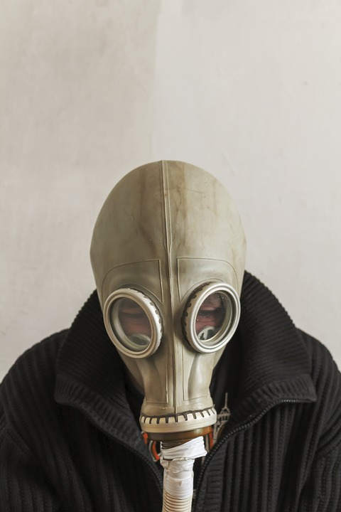 [Image: man-in-gas-mask-3408533_960_720.jpg]