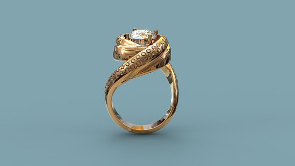 Золотое кольцо с бриллиантами и.