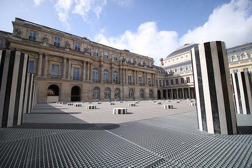 Palace, French Comedy, Columns