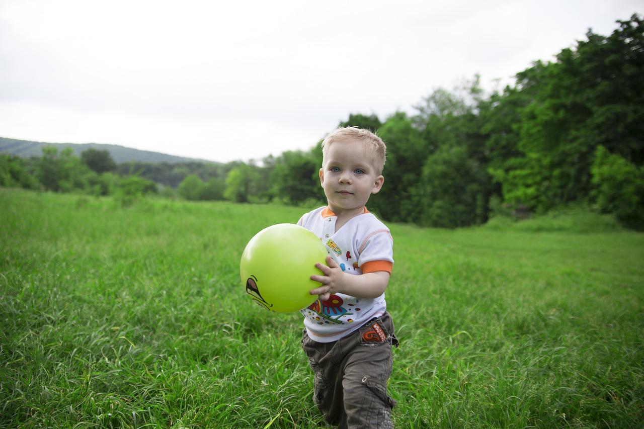 пацан с мячом фото стрела