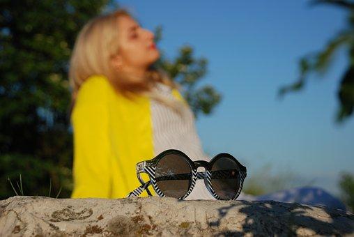 [Image: glasses-3431203__340.jpg]
