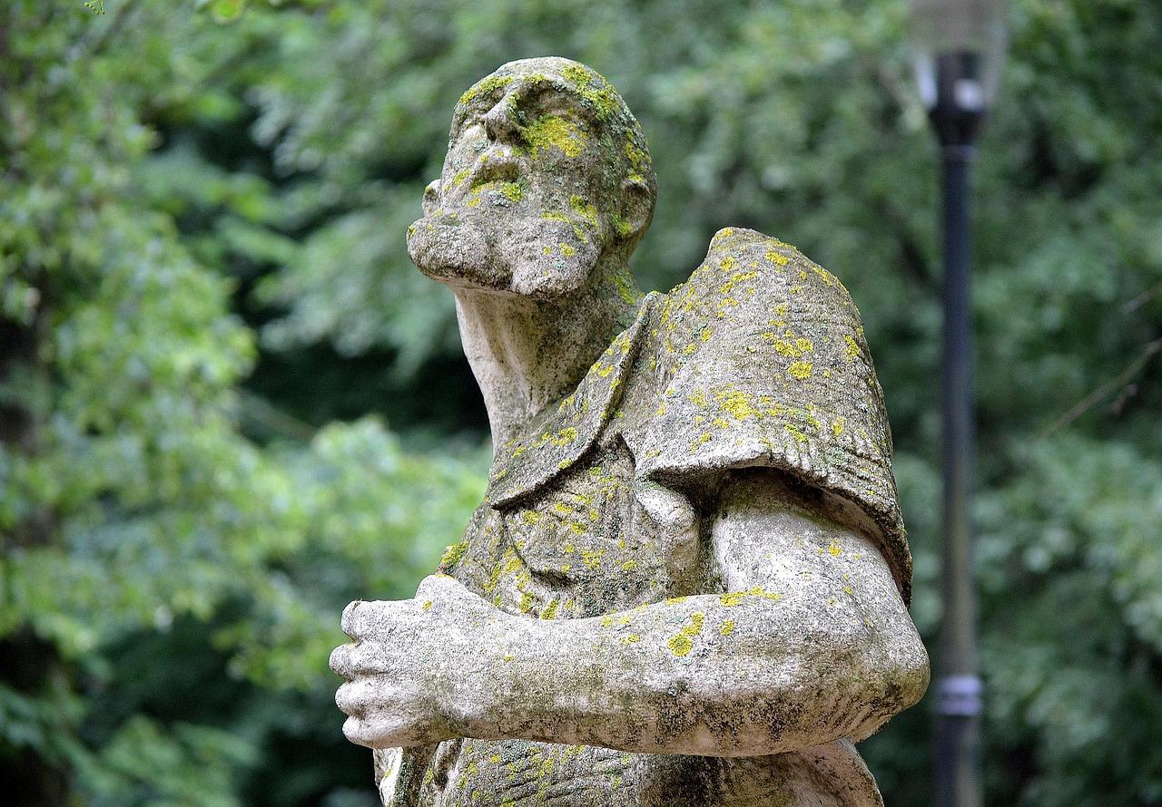 организации интересного фото статуй из камней мире