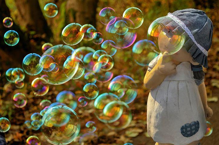 В сне я был на своей кровати, позже почувствовал какой-то толчок, в ноги потекла какая-то жидкость, я понял, что лопнул мочевой пузырь.
