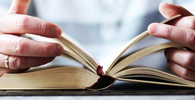 Hände, Buch, Lesen, Aufgeschlagenes Buch