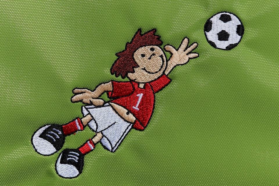 Fussballer Fussball Ball Kostenloses Foto Auf Pixabay