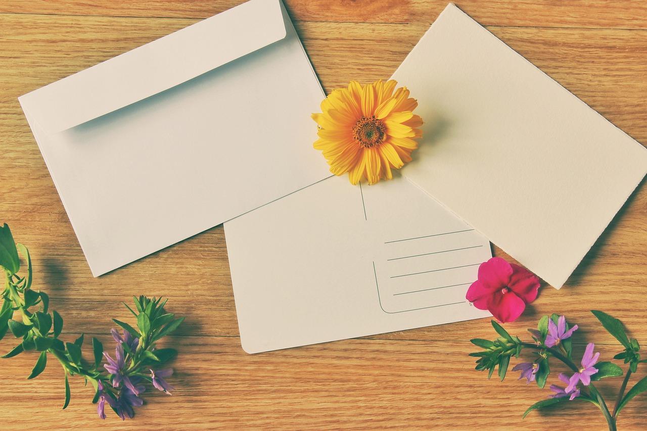 Можно отправить открытку без конверта