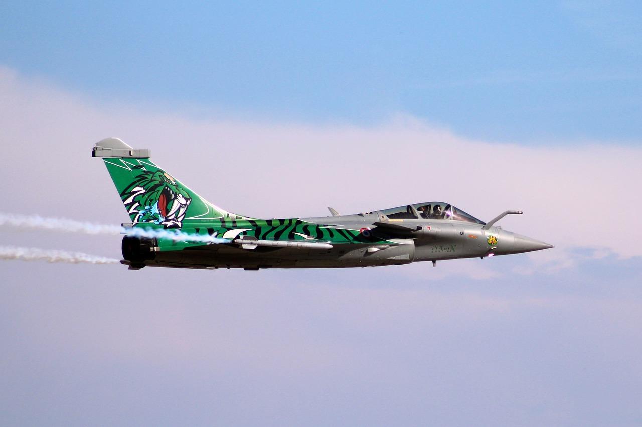 Airshow Aircraft Burst Rafale Solo - Free photo on Pixabay