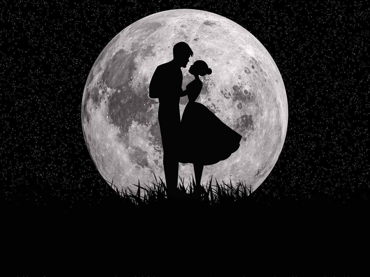 Картинки поцелуи влюбленных под луной