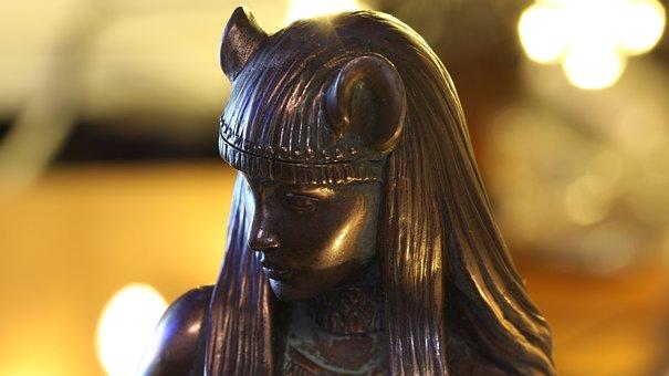 Bastet, Patung, Dewi Kucing