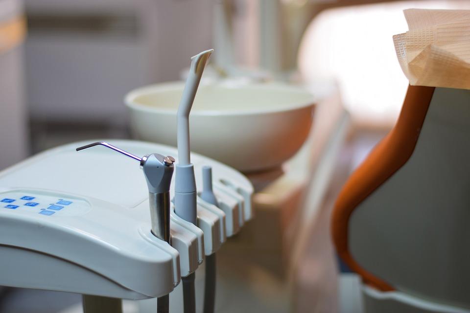 Кто такой врач стоматолог и что он лечит: описание, специализации, особенности работы