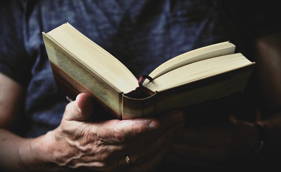 Livre, Lire, Mains, La Littérature, L'Éducation