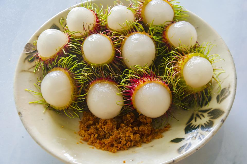 Rambutan fruits served in a dish
