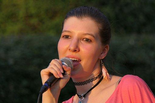 singer-3548070__340