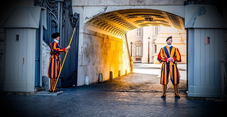 Watykan, Straży, Strażnik Katolikiem