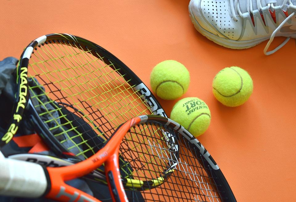 Tennis, Sport, Sportgeräte, Schläger, Tennisbälle