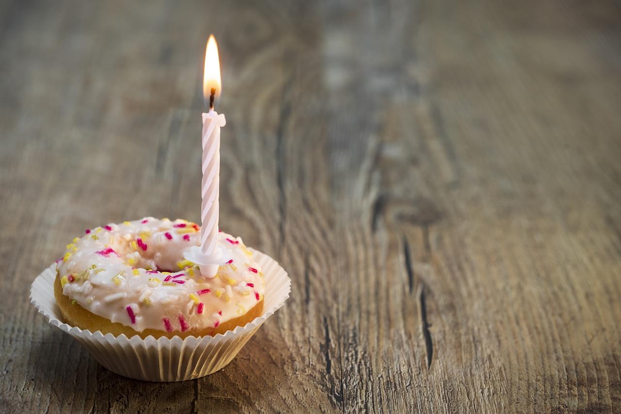 свечка на торте картинка полиуретана это декоративные
