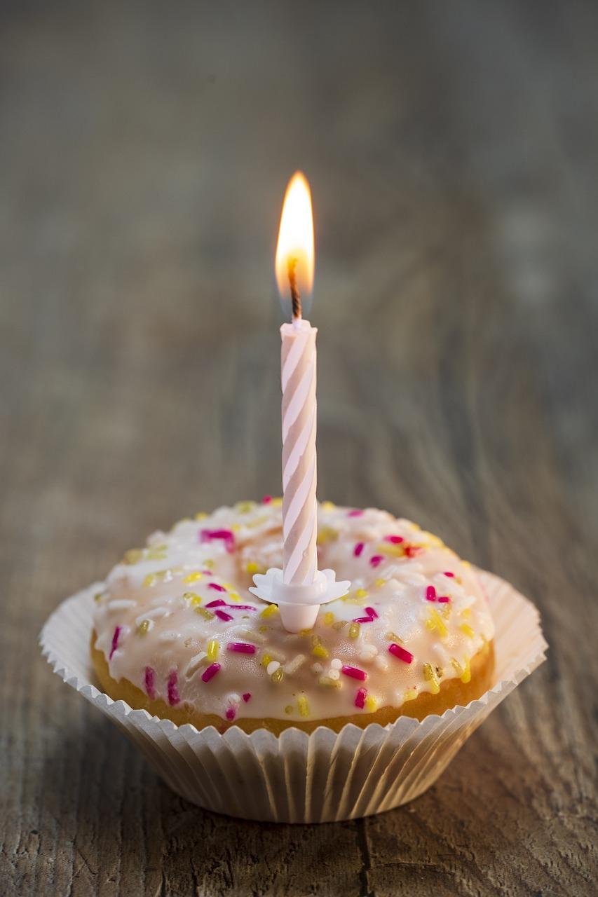 Картинка, открытка торт с одной свечкой