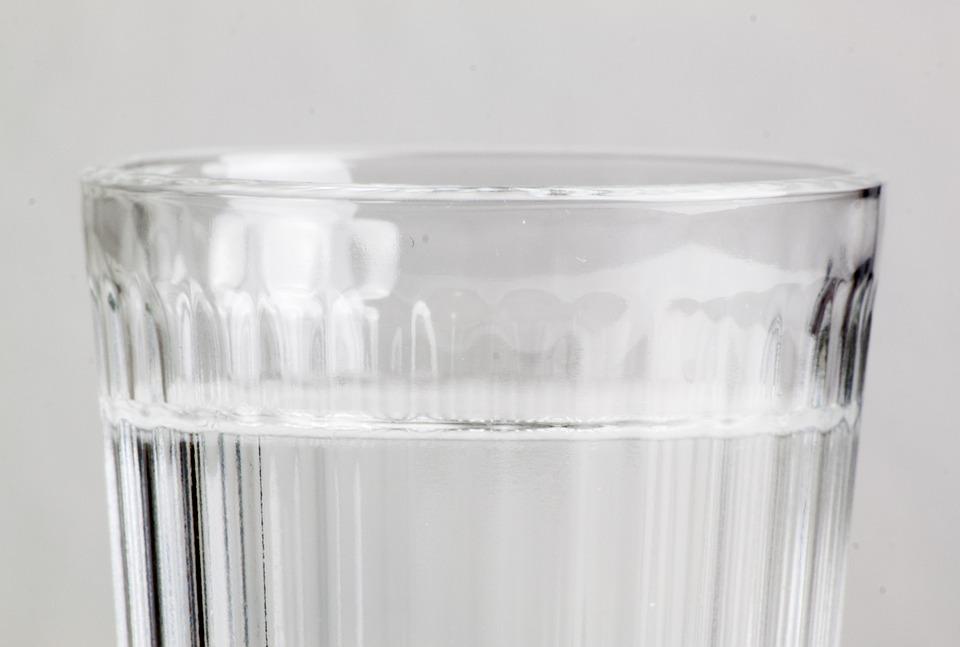 test szklanki wody npr