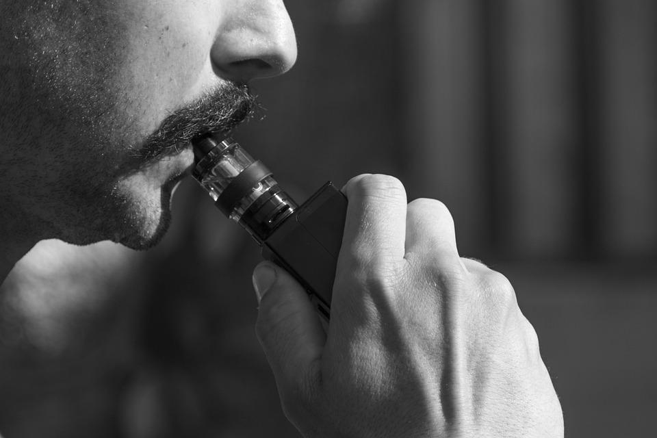 Vaping, Vape, E-Cigareta, E Vape, Odparovač, Vape Pen