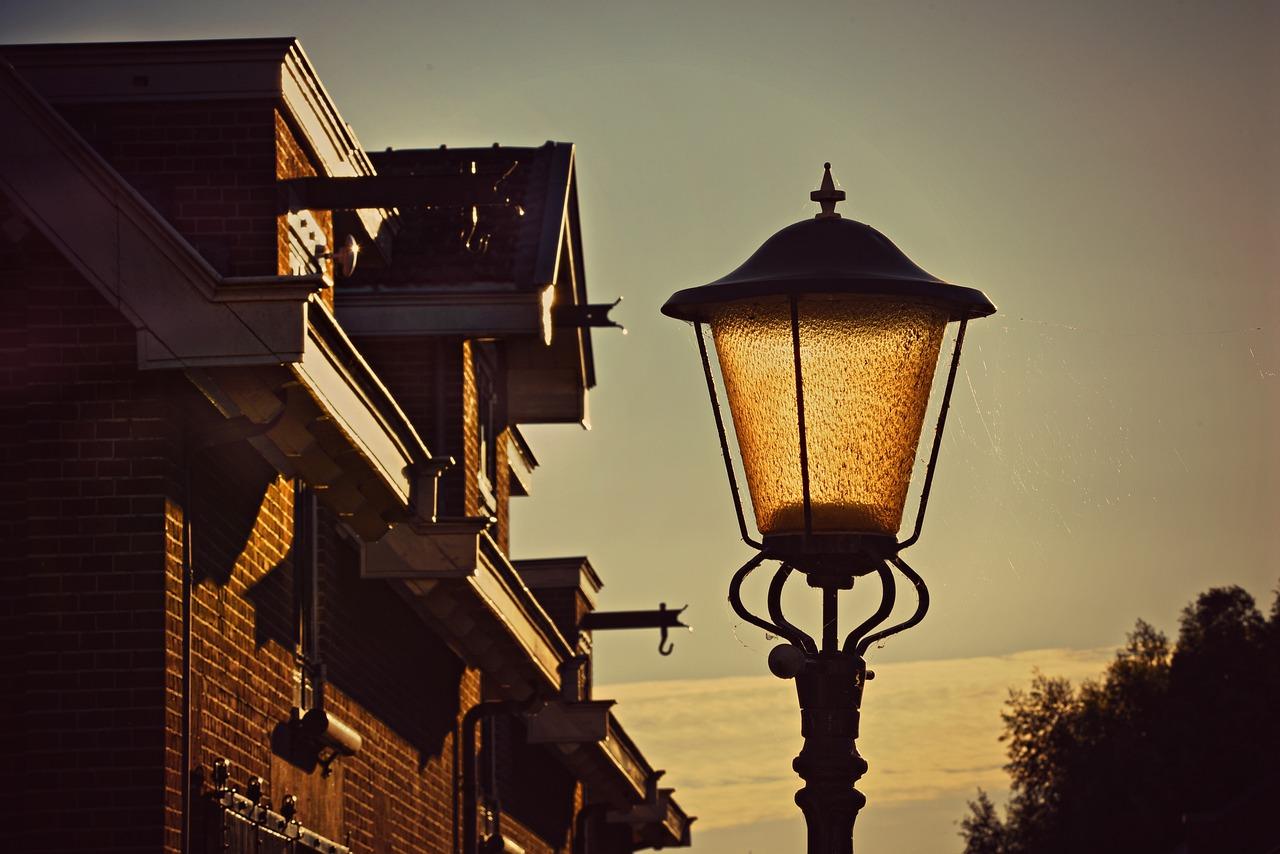 выделяются уличные фонари все картинки них
