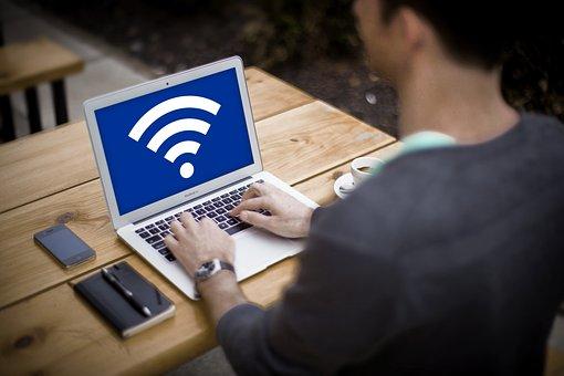 viendo claves de redes wifi en laptop