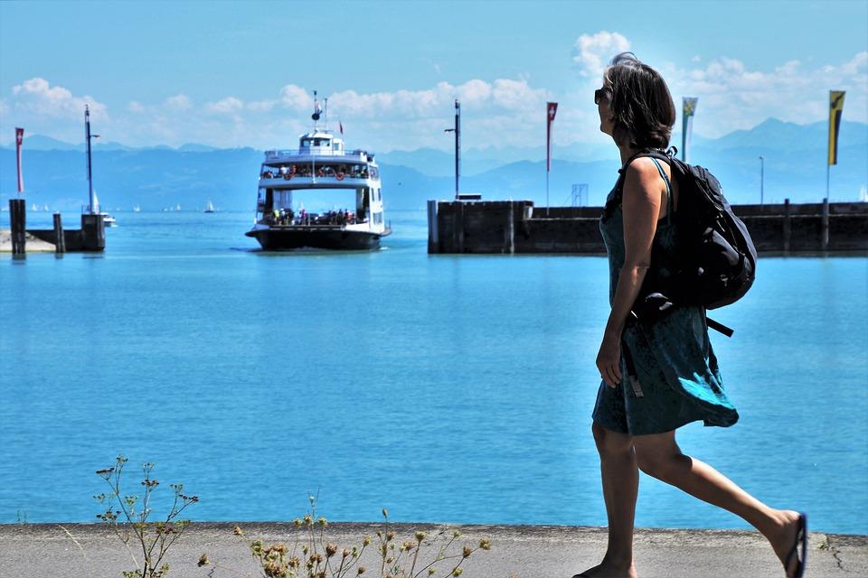 a71edcd46de2 Žena Chodiť Pobrežie - Fotografia zdarma na Pixabay