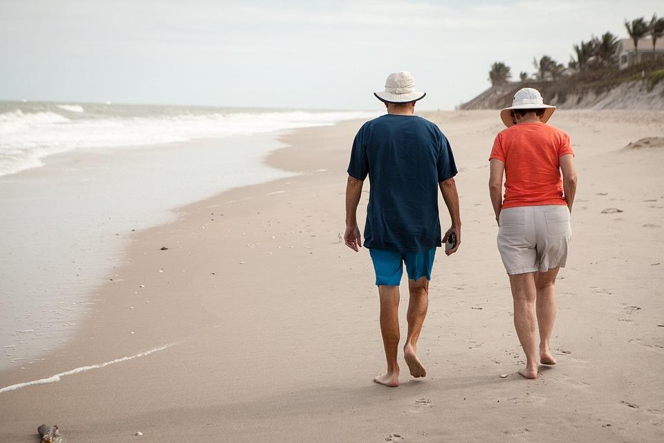 Картинки по запросу люди на пляже