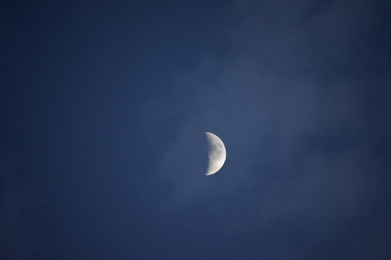 Серебристая луна картинки