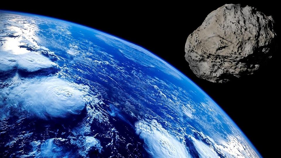 Земля и астеройд