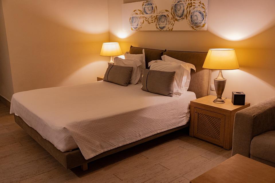 Slaapkamer Als Hotelkamer : Hotelkamer slaapkamer interieur · gratis foto op pixabay