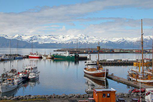 Husavik, Island, Přístav, Lodě, Krajina