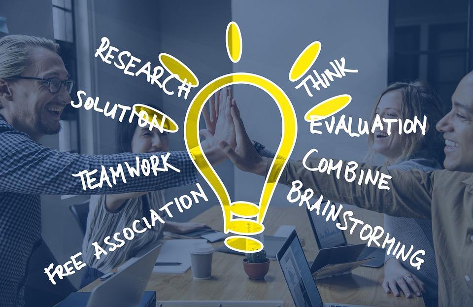 ブレーンストーミング, チーム, 人間, アイデア, アイデアの交換, プレゼンテーション, オフィス, 会議