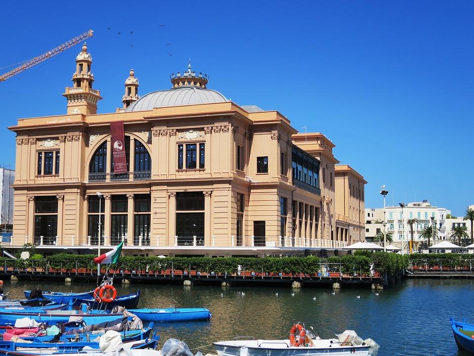 Bari, Puglia, Italia, Teatro, La Construcción De