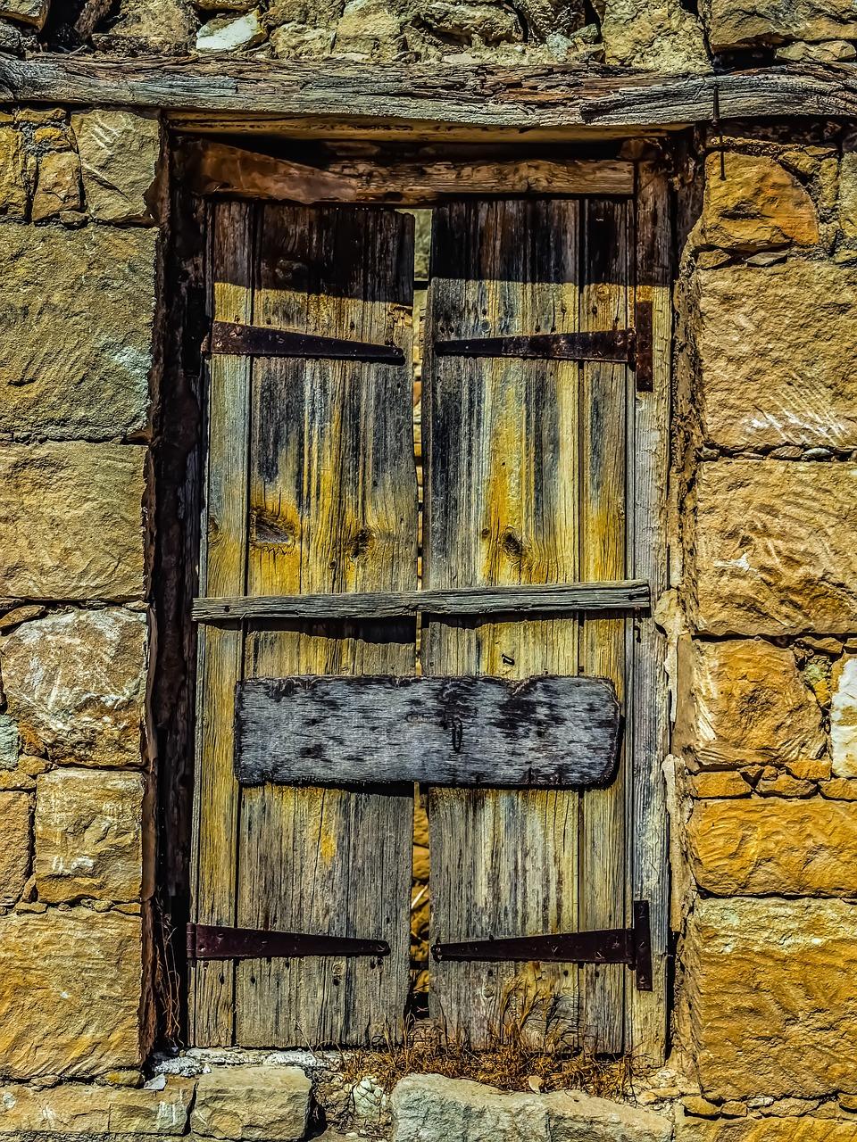 фото заколоченная дверь мешает вам