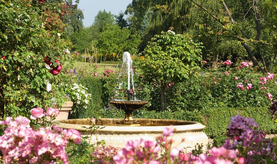 Springbrunnen Brunnen Garten Blumen Sommer