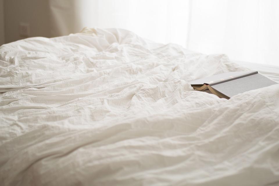 読み取り, 日曜日, ベッドルーム, 本, 睡眠, ルーム, 快適です, 背景, アパート, ホワイト
