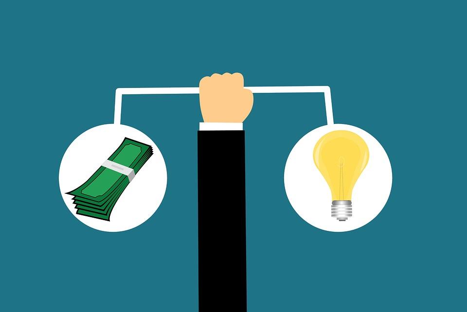 スケール, お金, 値, バランス, コスト, シーソー, アイデア, 技術革新, ビジネス, 重量, 比較
