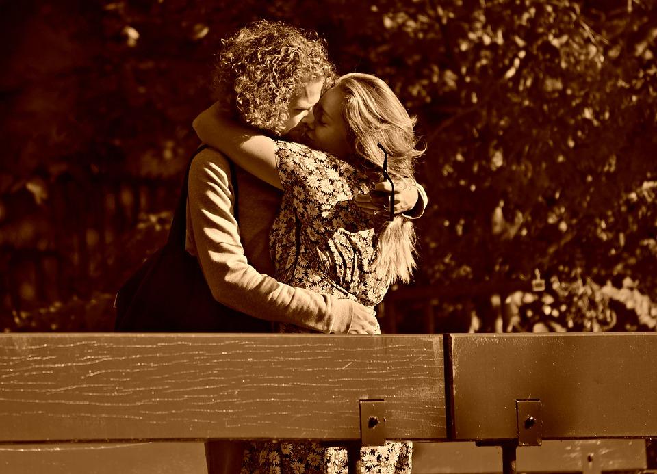 Uomo, Donna, Coppia, Bacio, Amore, Abbraccio