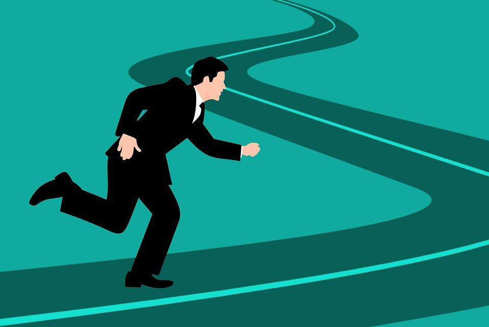 華為鴻蒙作業系統推出時間要快、要快、一定要快。與華為奔馳的不只是Google。