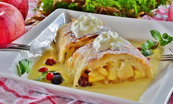 Viennese Apfelstrudel: Austrian dessert