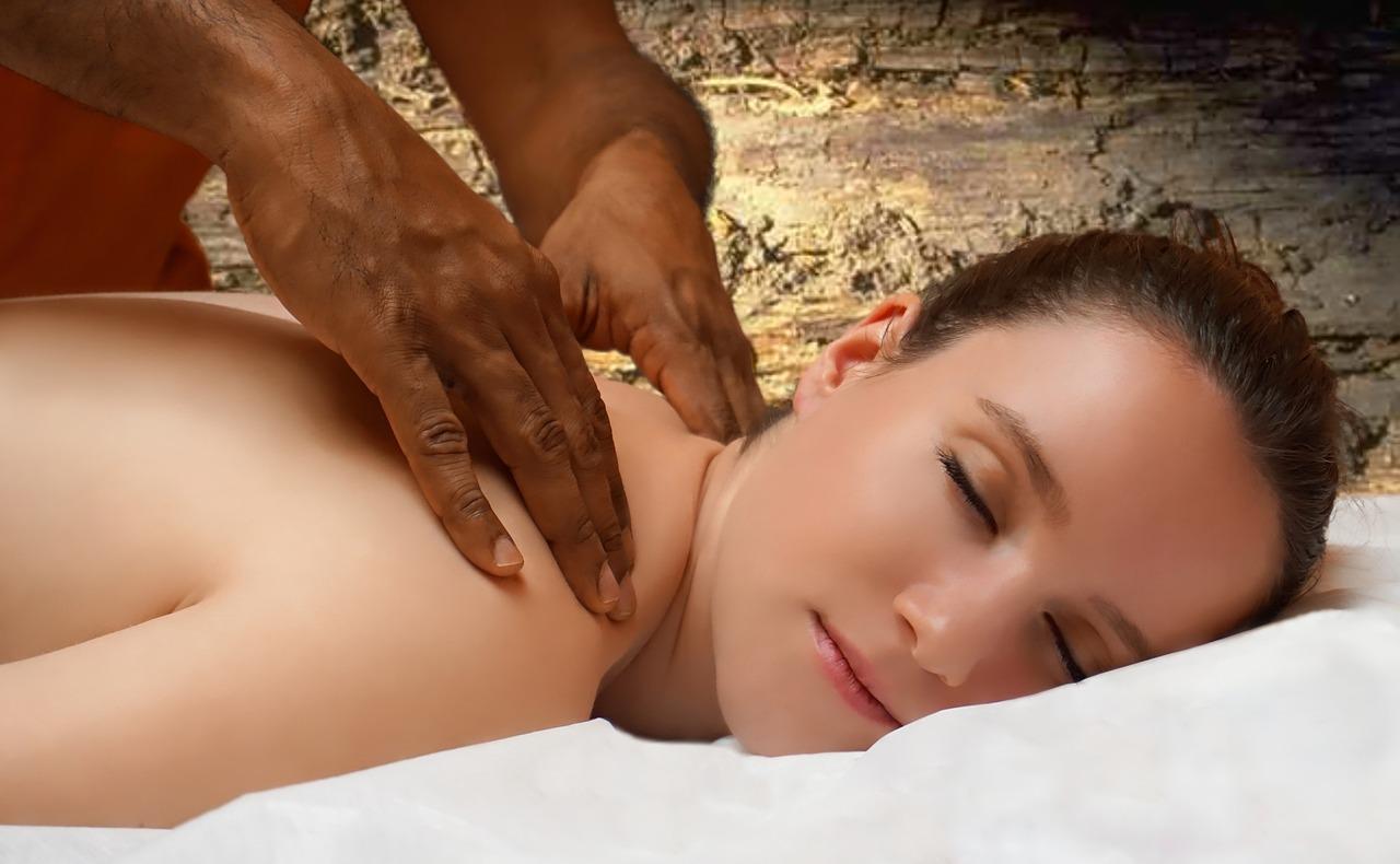секс массажиста с азиаткой фото просто