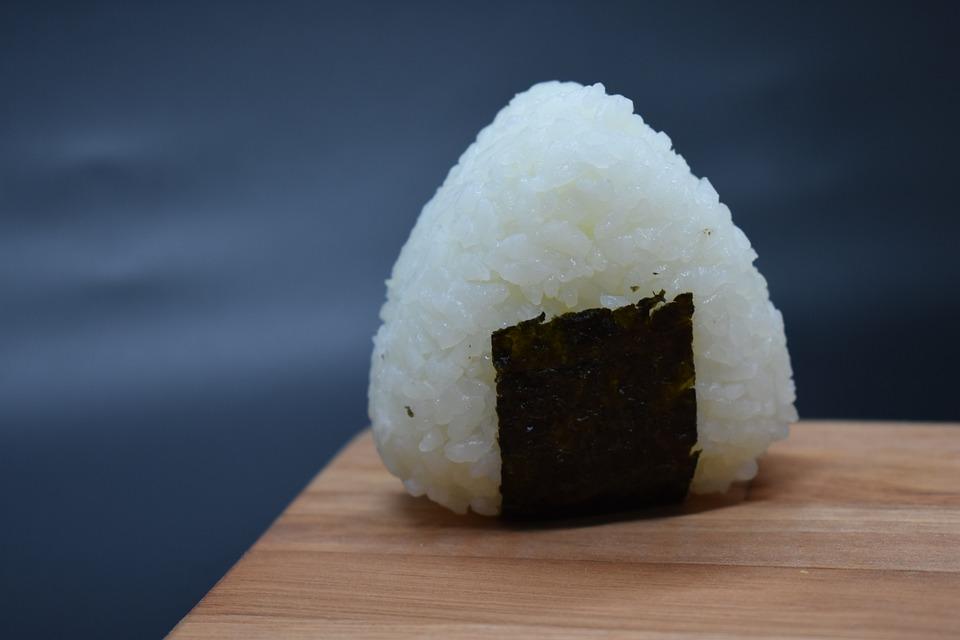 bola de arroz japonesa
