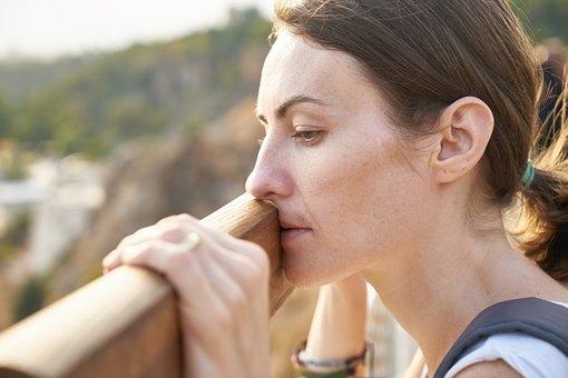 Frau, nachdenklich, Leistungsminderung, müde