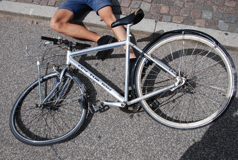 事故, 激突した, 被害, 自転車