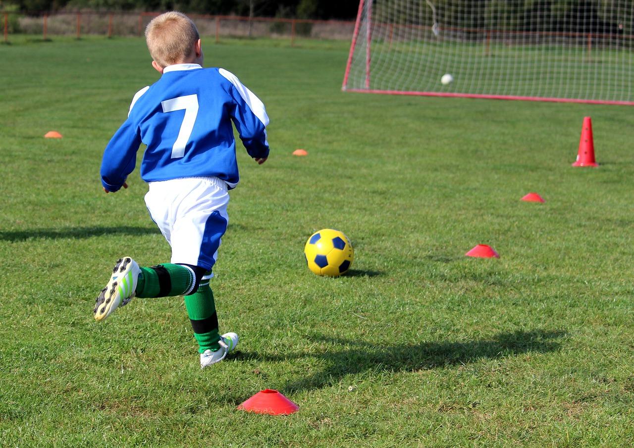 Jak trenować dziecko w piłkę nożną