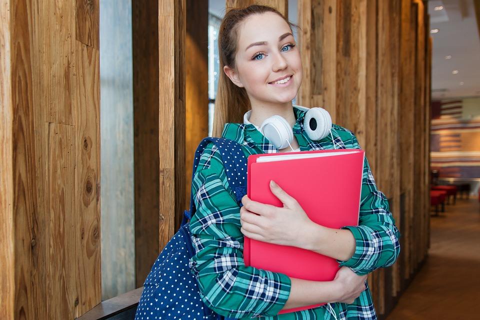 Профессии для девушек после 11 класса список самых высокооплачиваемых и востребованных женских специальностей в России на 2020-2025 год