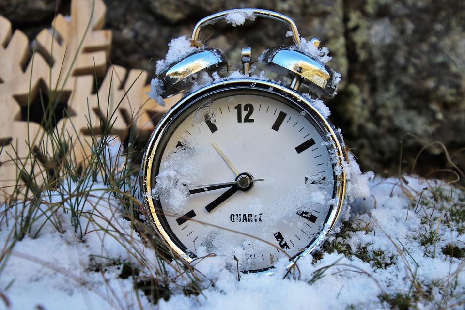 冬, 時間差, 時計, アラームクロック, 時間, 通りがかりに, ノスタルジア, 懐かしい, 年の季節