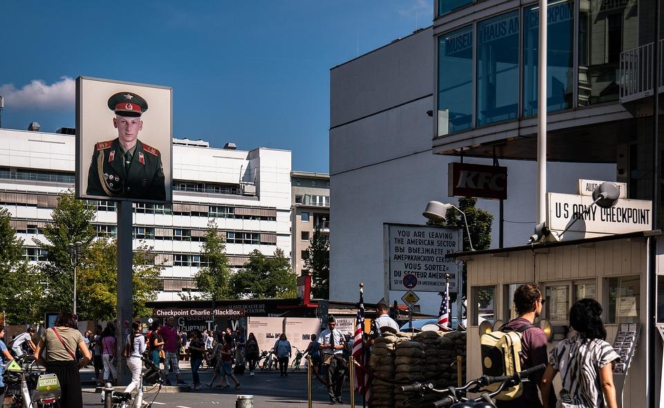 """Резултат с изображение за """"контролно-пропускателни пунктове в Берлинската стена"""""""""""
