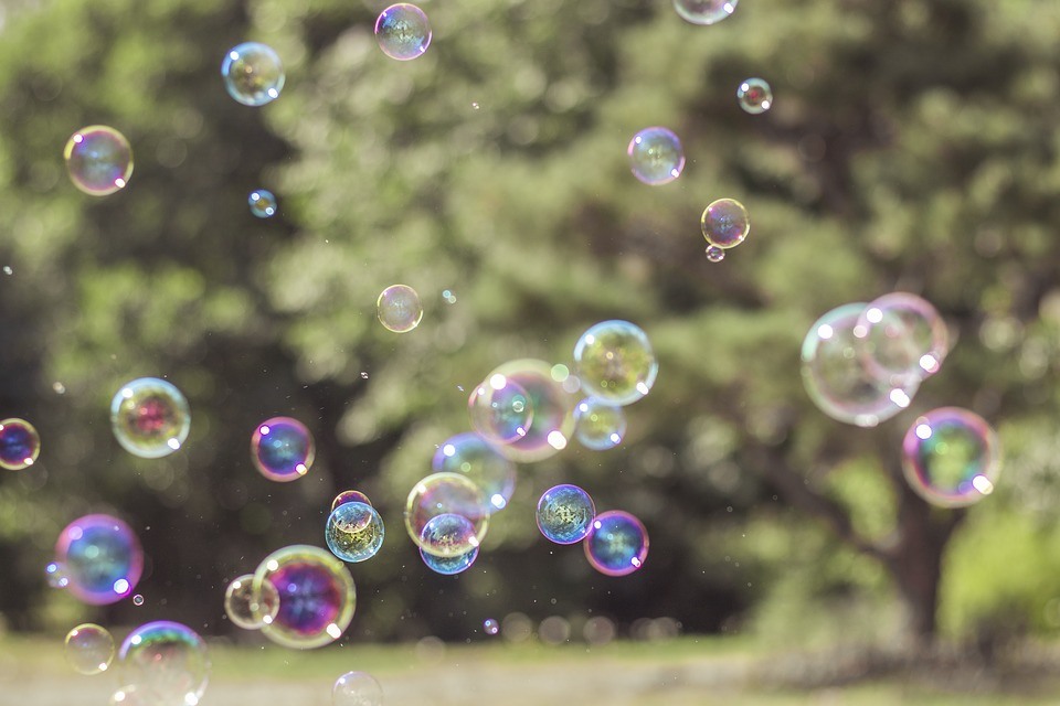 Двигающиеся картинки с пузырями