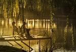 zachód słońca, jezioro, wędkarzy